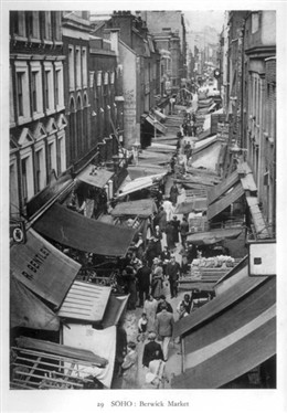 Photo:Berwick Street Market, 1930s